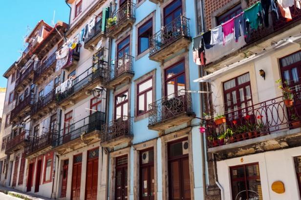 Porto colourful facades