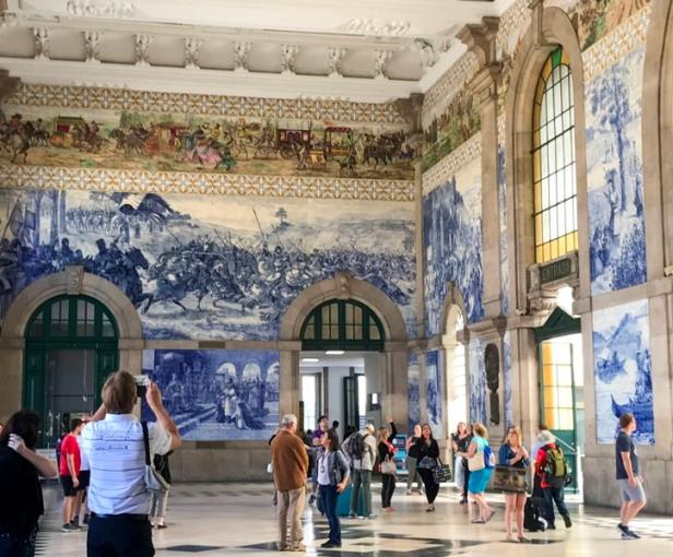 Inside Sao Bento Station Porto, azulejos