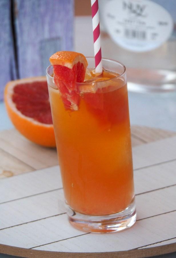Iced tea gin cocktail