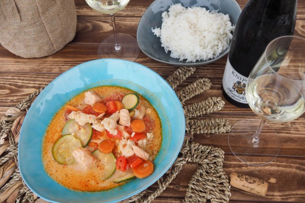 Knipser Riesling Mandelpfad, the perfect pairing for this flavourful Coconut Fish Curry