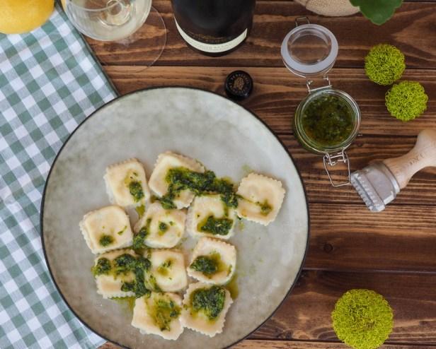 Easy homemade Lemon-Mascarpone Ravioli | Sauvignon Blanc