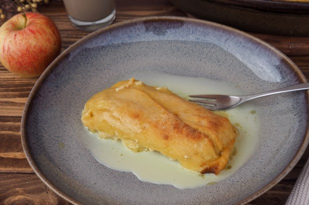Baked Apple-Maultaschen with White Chocolate Sauce