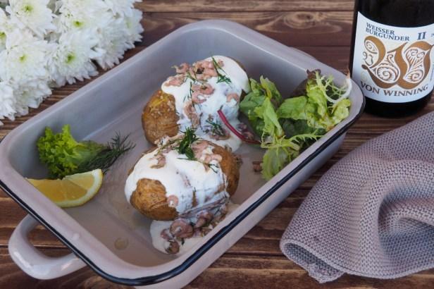 Baked Potato with North Sea Crab   Von Winning Weissburgunder